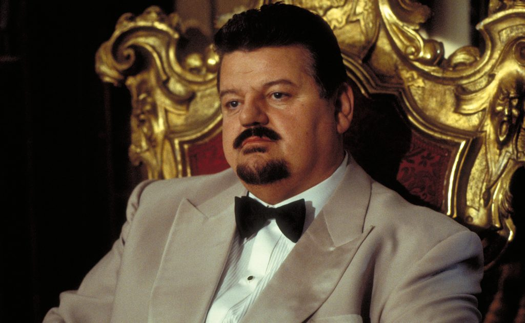 Valentin Zukosvky gespeeld door acteur Robbie Coltrane. The World Is Not Enough, © 1999 United Artists Corporation and Danjaq, LLC.