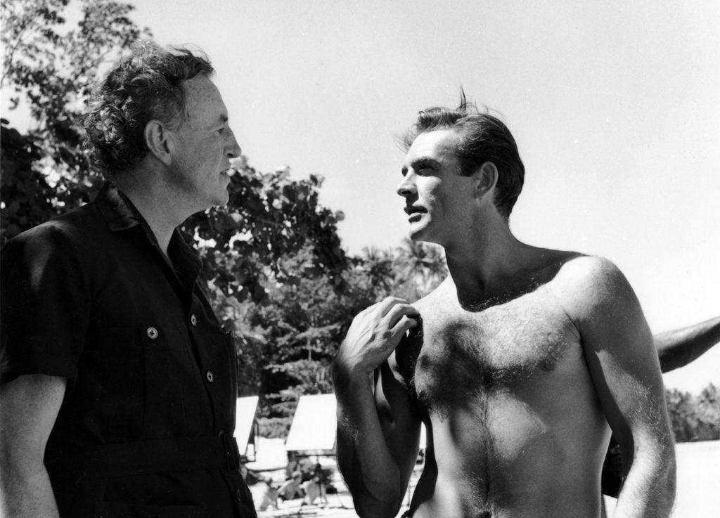 Ian Fleming samen met Sean Connery op de set van Dr. No op Jamaica.