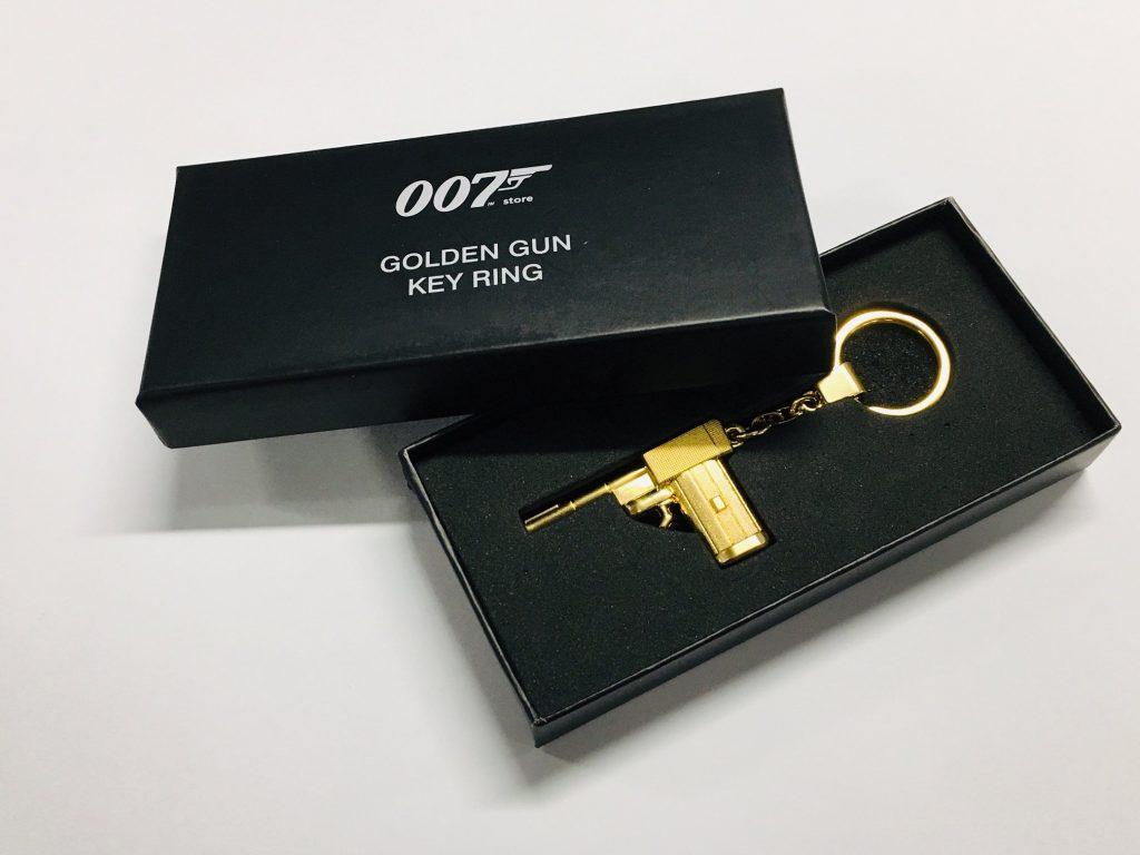 Sleutelhanger van het gouden pistool uit The Man With The Golden Gun. © 2019 007 Store