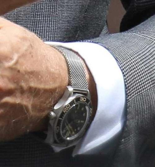 Het Omega-horloge welke Daniel Craig draagt tijdens de opnames in Londen.
