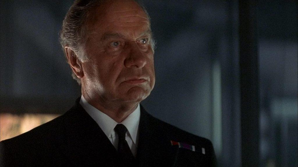 Geoffrey Palmer als admiraal Roebuck