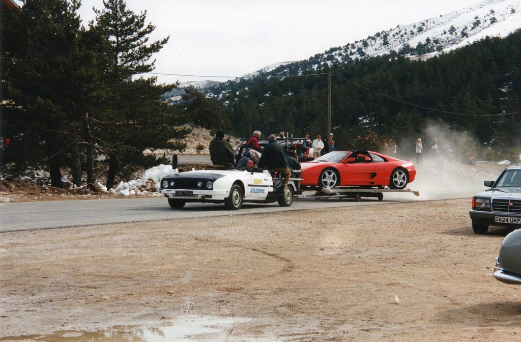 De Ferrari werd op een plateau geplaatst om de slip in close-up te kunnen filmen.